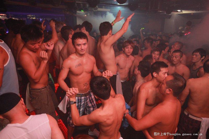 给你们看看同性恋酒吧是什么样的PP-红豆社区