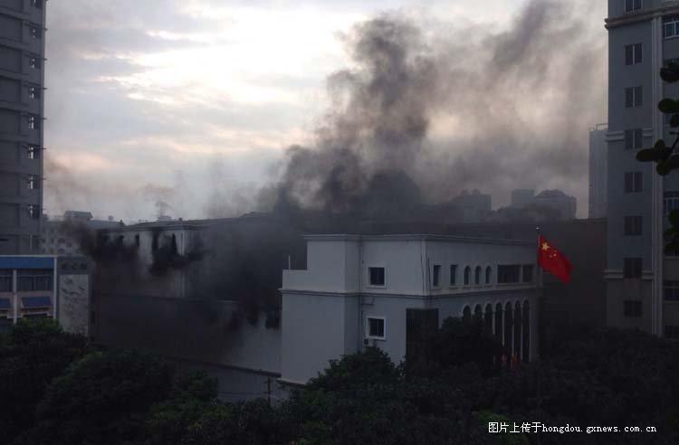 南宁市四十一中学-今早南宁圆湖路艺术学校舞台发生火灾图片