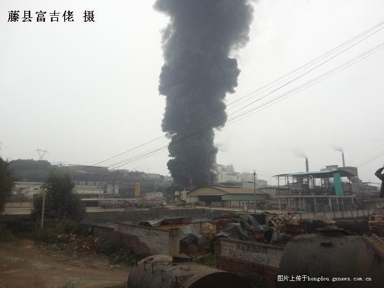 视频 起大火/回复: 藤县化工厂又起大火.(图片+视频)...