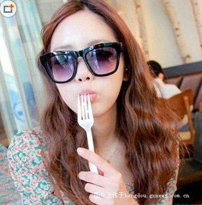 长发卷发发型图片:俏皮的中分韩式烫发,小女生的最爱.融合更多图片