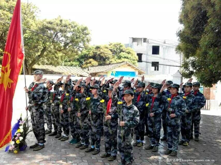 岑溪市第二小学组织少年小学对联赴烈士陵园祭年级4学员军校图片