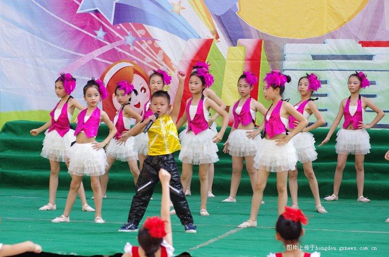 岑溪市第二小学六一庆祝活动散记诗歌作品小学生图片