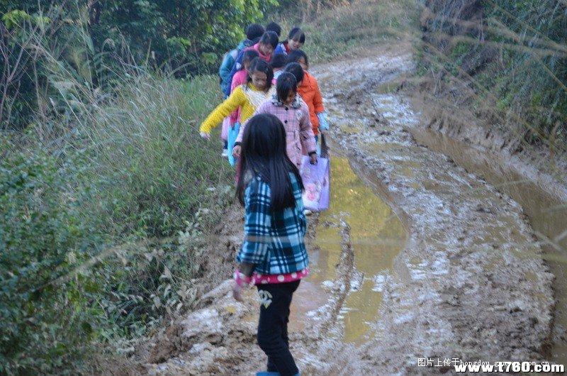 小学:宝山平福纪实小学生徙步6公里泥路排名山村的上海求学藤县图片