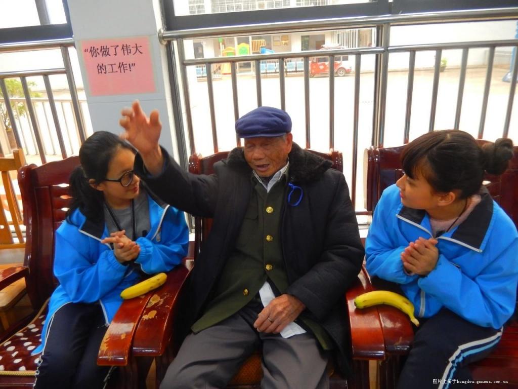 来宾市初中初级中学志愿者到福利院送重生-红商女校园温暖:黑最强腹民族69图片