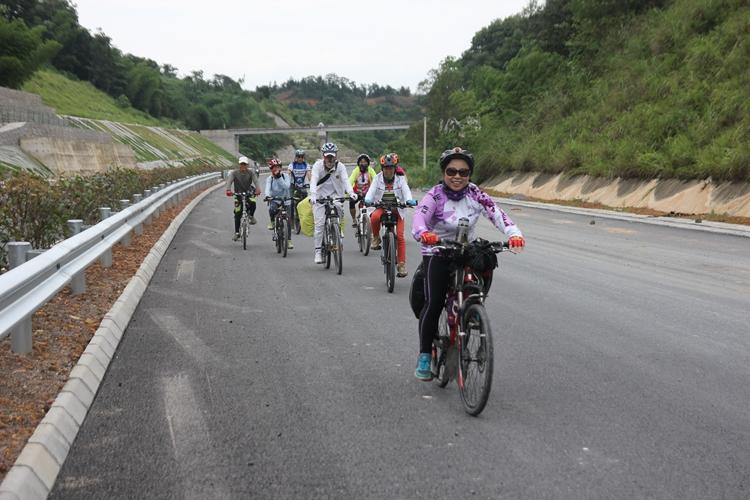 骑行桂三高速公路