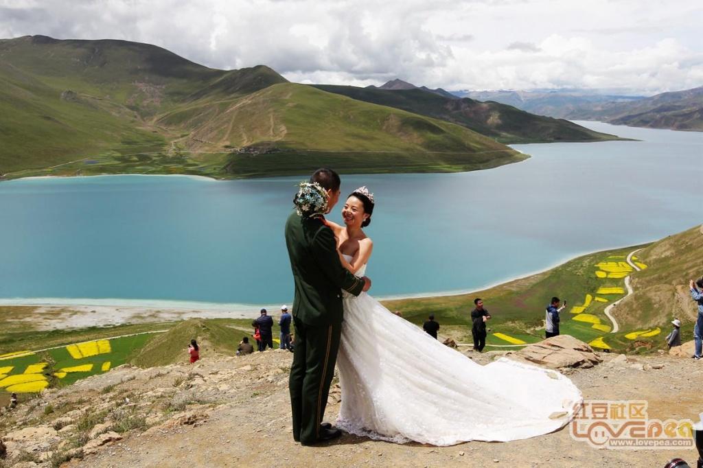行走西藏山南之美丽的羊卓雍措湖