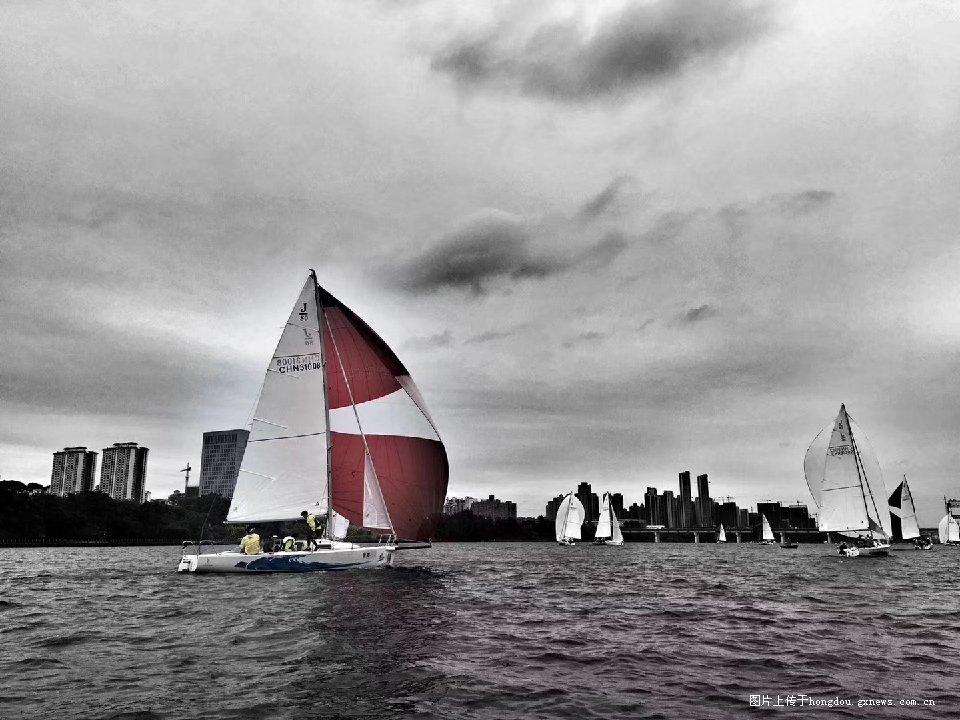 乘风破浪!柳州国际内河帆船赛开赛