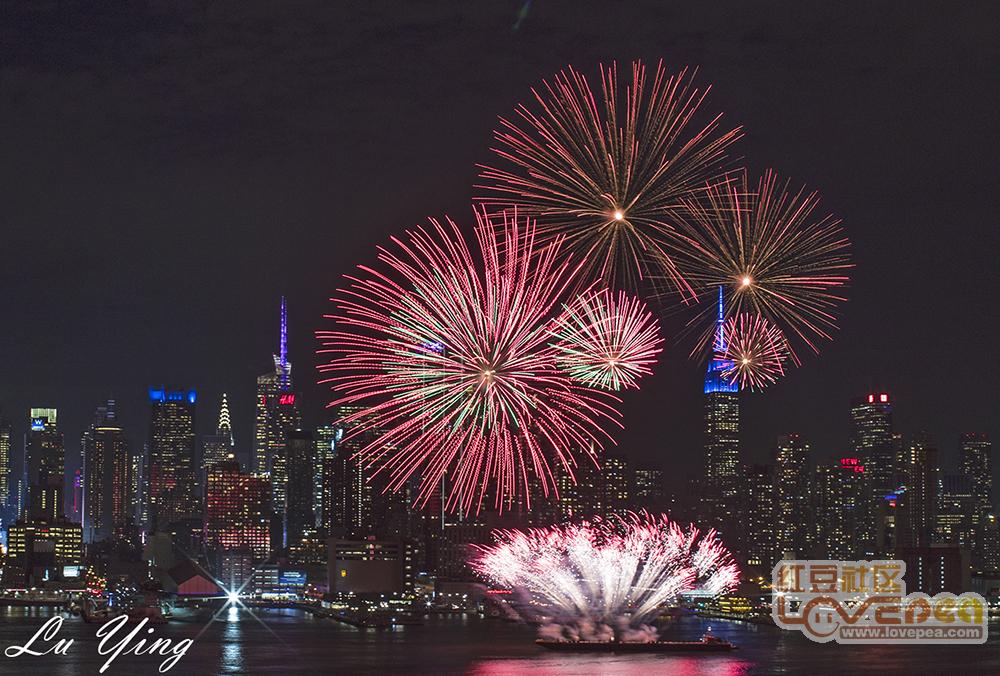 中国驻美国总领馆燃放焰火庆新年