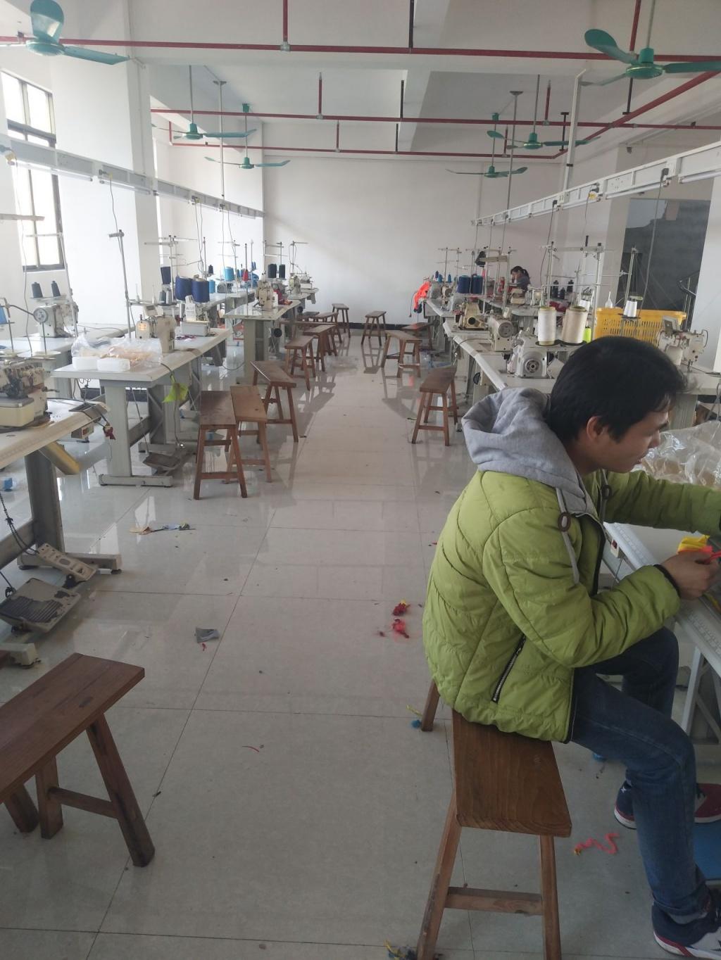 桂平燕尾镇蕾丝之乡,年初大量招工半身木乐服装裙图片