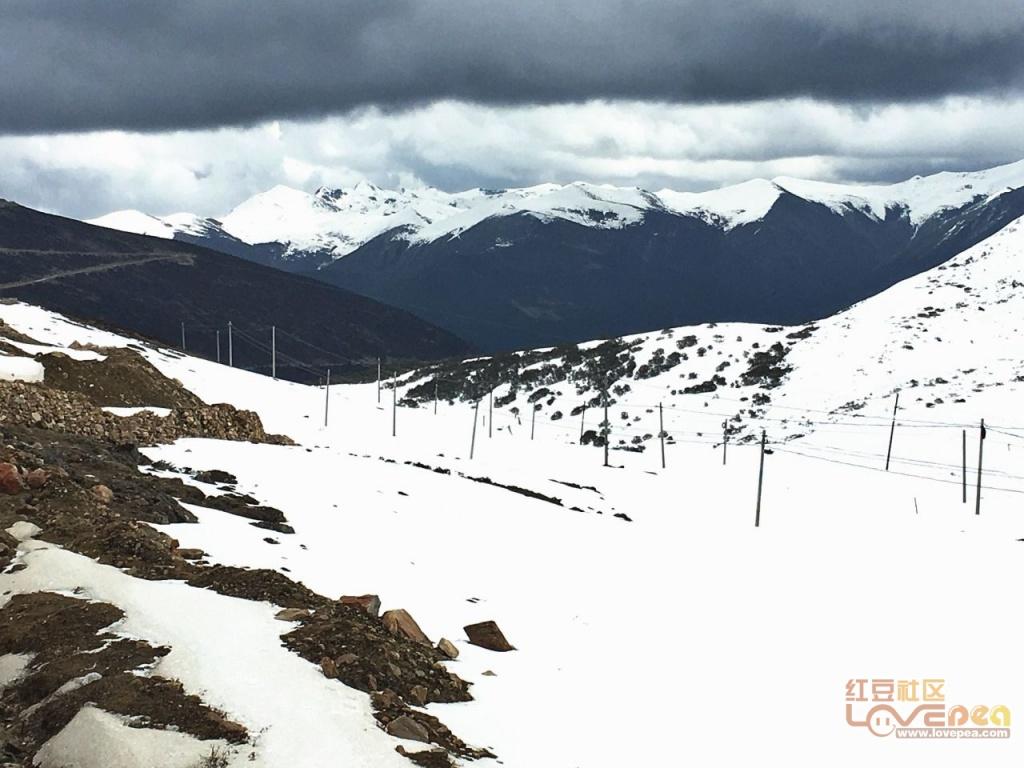 色季拉山口雪景