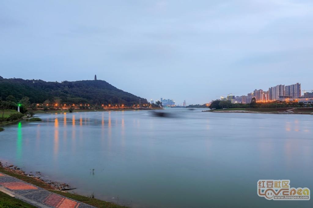 如今的邕江两岸景色