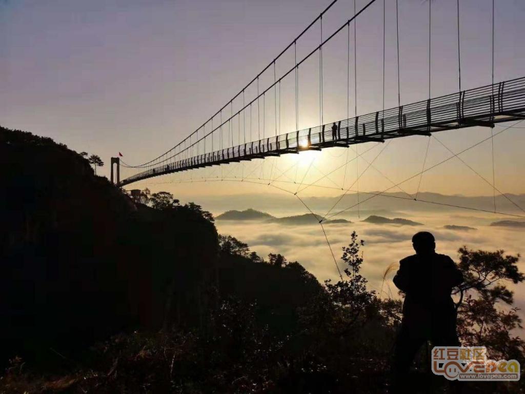 藤县石表山7D玻璃桥