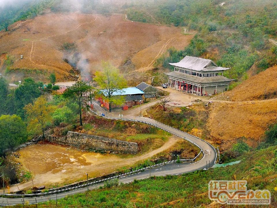 雨中远眺贺州市沸水寺