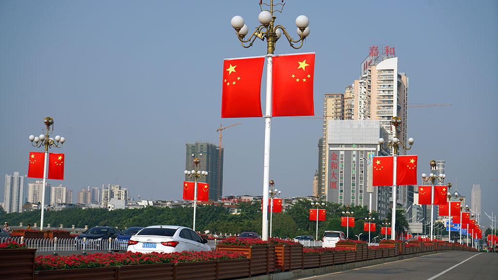 南宁街头中国红