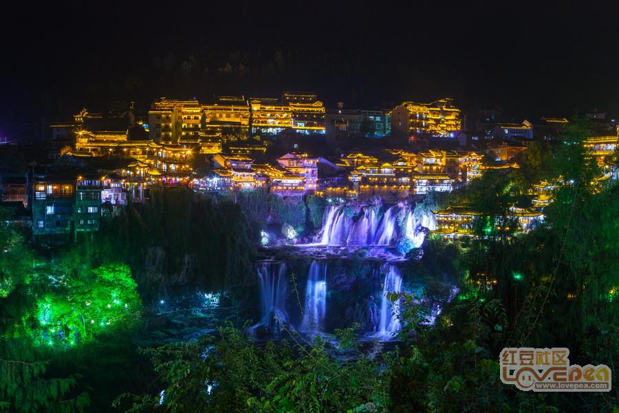 芙蓉古镇:挂在瀑布上的千年古镇