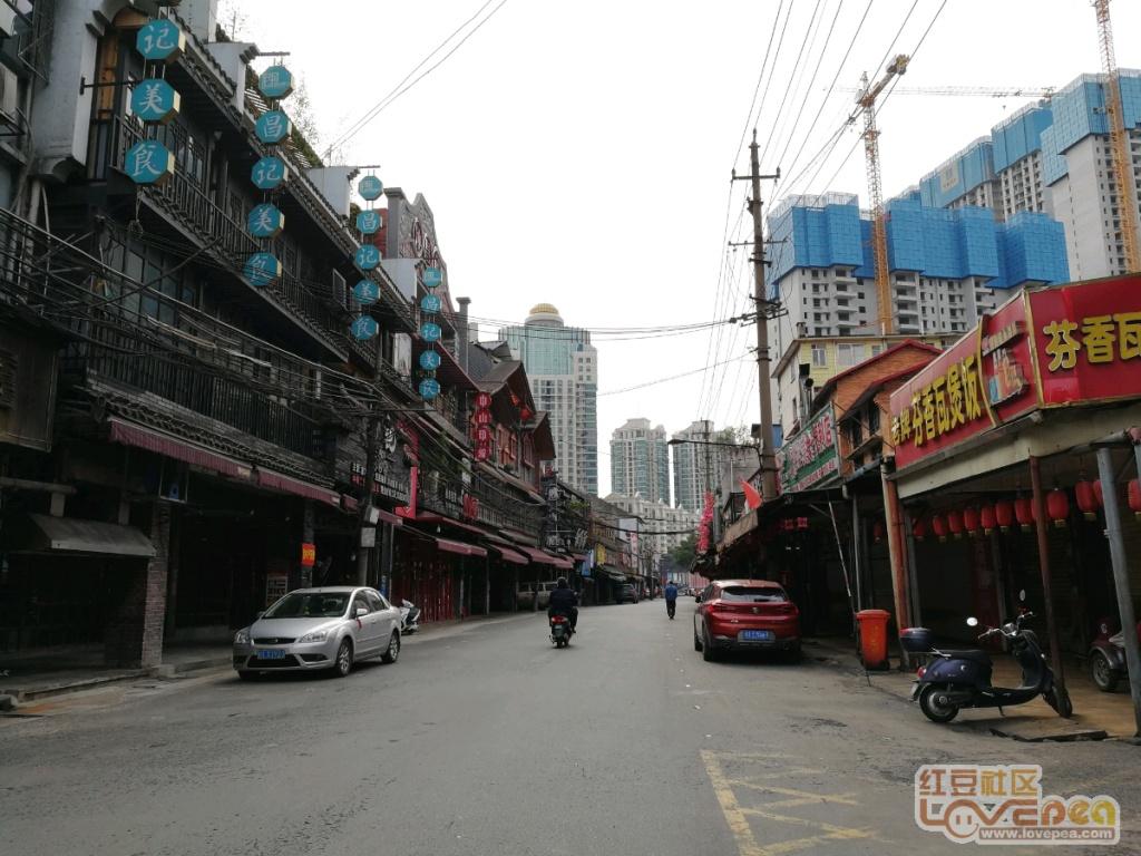 疫情期间中山路美食街停业,游客稀少