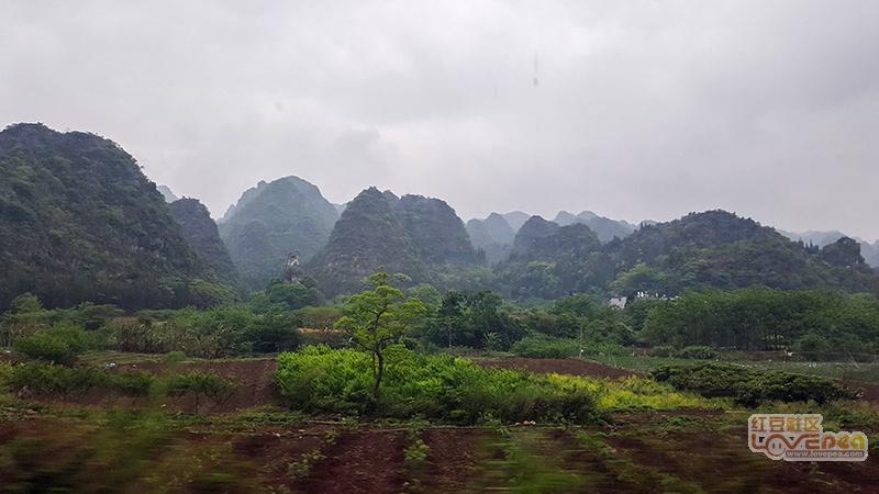 雨中游万峰林