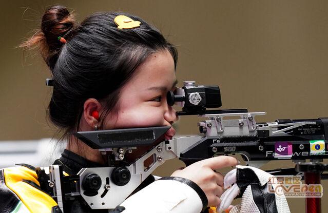 首金!杨倩夺得射击女子10米气步枪金牌