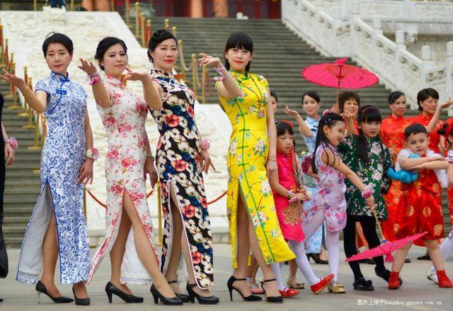 柳州文庙锦袍身段娇