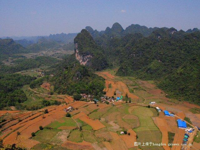 边境线上看越南