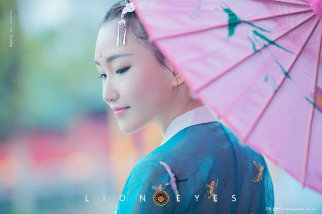 狮瞳作品-《雨后花》