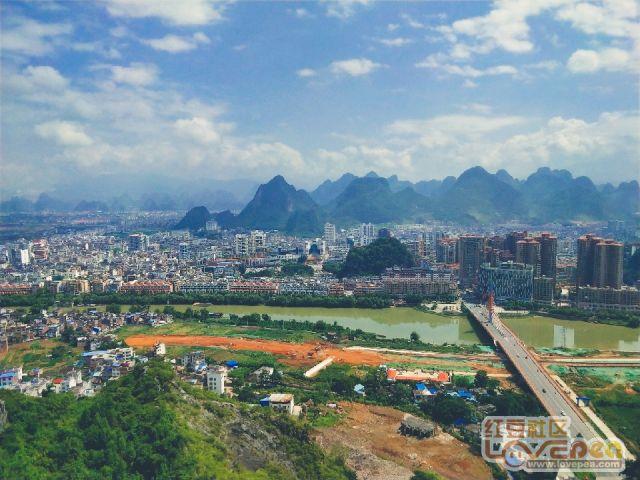 山顶上俯瞰八步城区