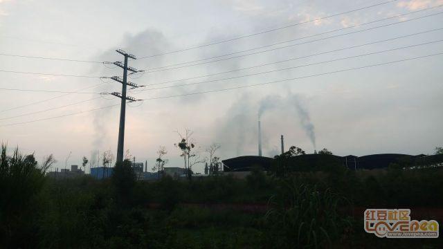 冶炼厂的烟气