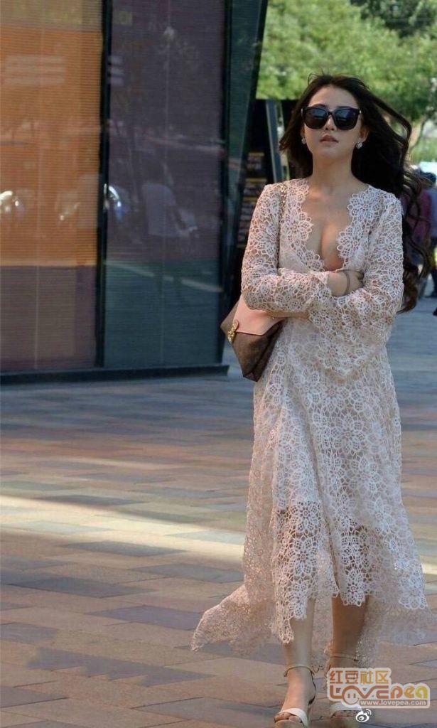 美女飘逸的长裙
