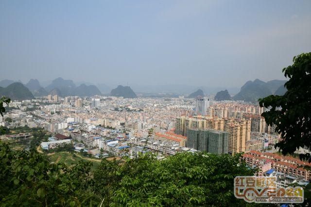 武阳山上,俯瞰大新县城