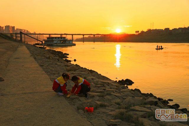 寒意渐浓的西江边