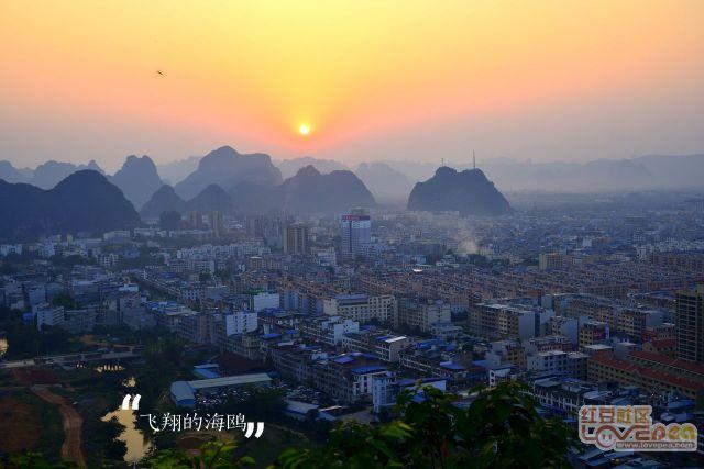 夕阳下的大新县城