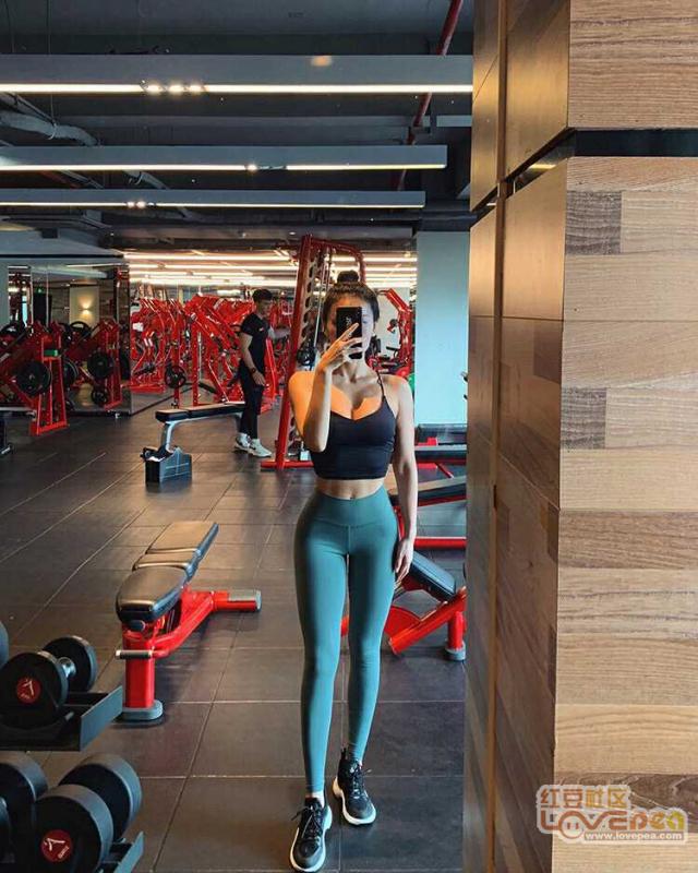 健身房的美女