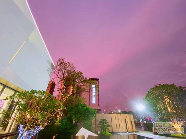 紫色的天空也太美了