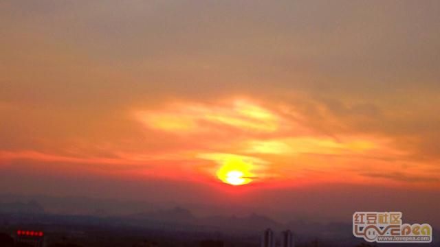 日落西山彩霞美