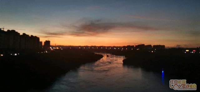 天都快黑了,还这么美