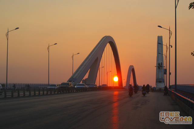 广雅大桥的红太阳